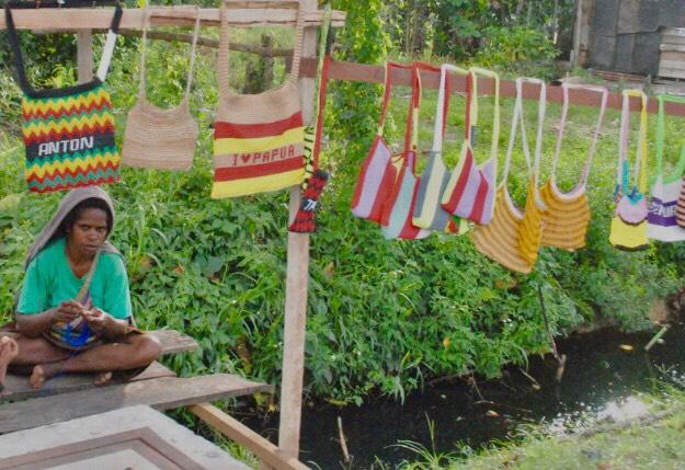 Upaya Melestarikan Kearifan Lokal Papua Noken Ideas Indonesia Development Forum 2020